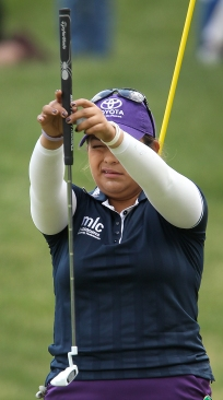 Lizette Salas lines up her putt on the eighth green during the final round of the Kingsmill Champiohship Sunday.
