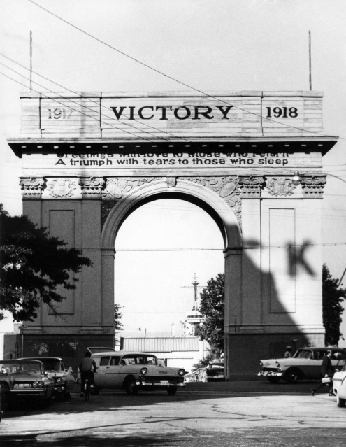 The original Victory Arch in Newport News in the 1950s. (Daily Press archive)