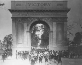 The Victory Arch during a homecoming. (Daily Press Archive)