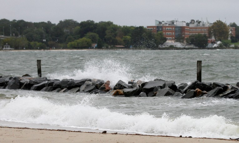 High winds kick up the waves at Yorktown beach Friday evening. (Rob Ostermaier)
