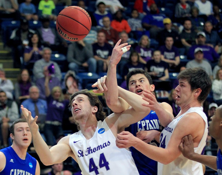 Division III NCAA Tournament Semi-final: St. Thomas 66, Christopher Newport 62