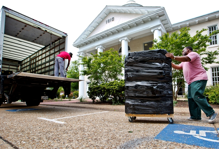 Moving out of the 1610 Hampton Courthouse