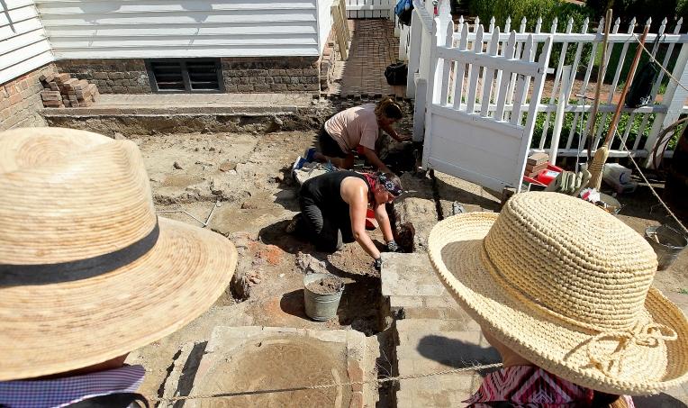 Colonial Williamsburg: Raleigh Tavern Dig